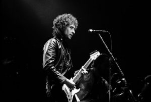 By Jean-Luc (originally posted to Flickr as Bob Dylan) [CC BY-SA 2.0], via Wikimedia Commons